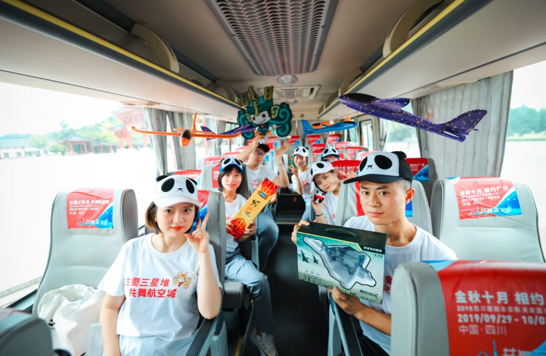 """【航展来了】科技力max!航展大巴在""""科技城""""绵阳开启巡游之旅!"""