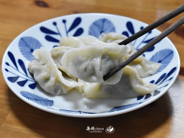 用这些菜做饺子馅,比韭菜香,鲜美多汁,一口一个实在太解馋了