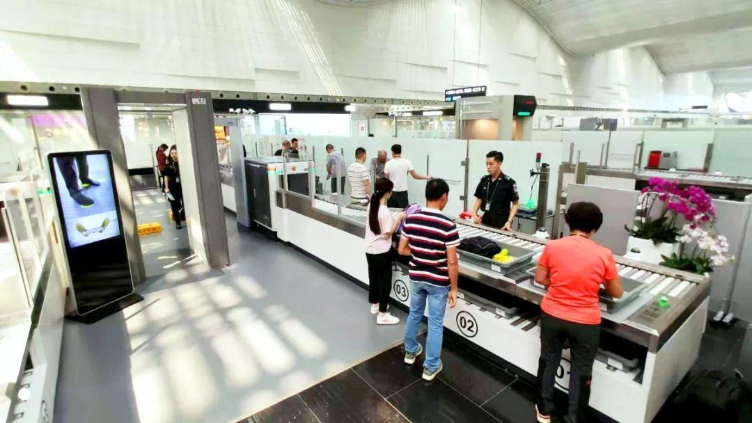 南方日报 助推广东经济社会大发展,白云机场架起连通世界 空中桥梁