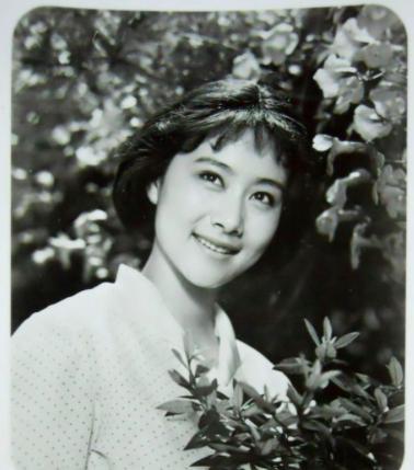 许多老演员年轻时的长相非常耐看,第二位当年可是鬼马可爱美少女