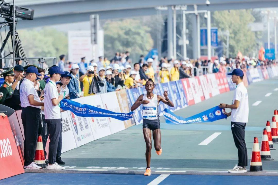 2019衡水湖国际马拉松赛盛大起跑,20000余名跑者衡水湖畔共同追梦