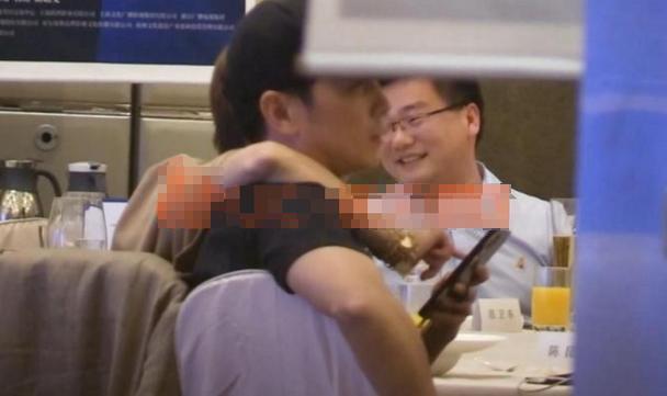 43岁马伊琍受不住寂寞。官宣一个月就跟两男星闹绯闻,谁消受得了