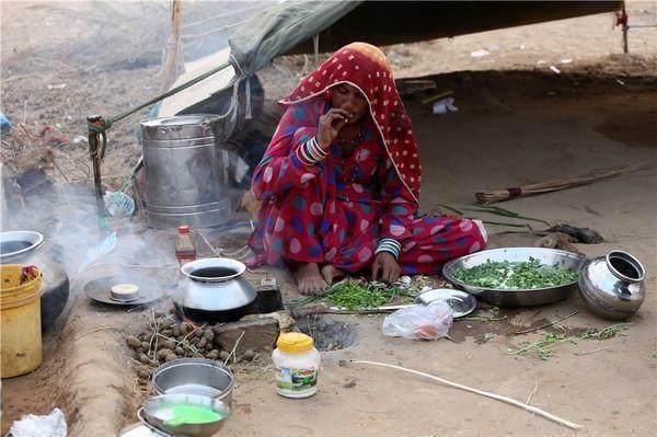 印度人为什么都爱在室外做饭?看了他们的食物才知道