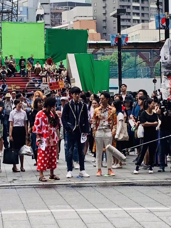 《唐人街探案3》拍摄中王宝强刘昊然现身东京