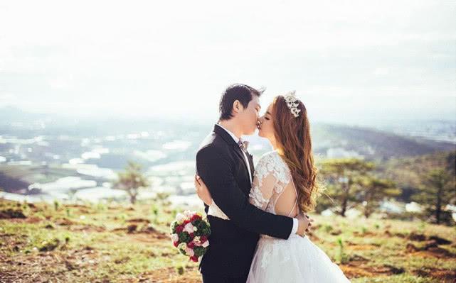男子因走错房间与女孩认识不久便闪婚,之后出国拍婚纱照花31万