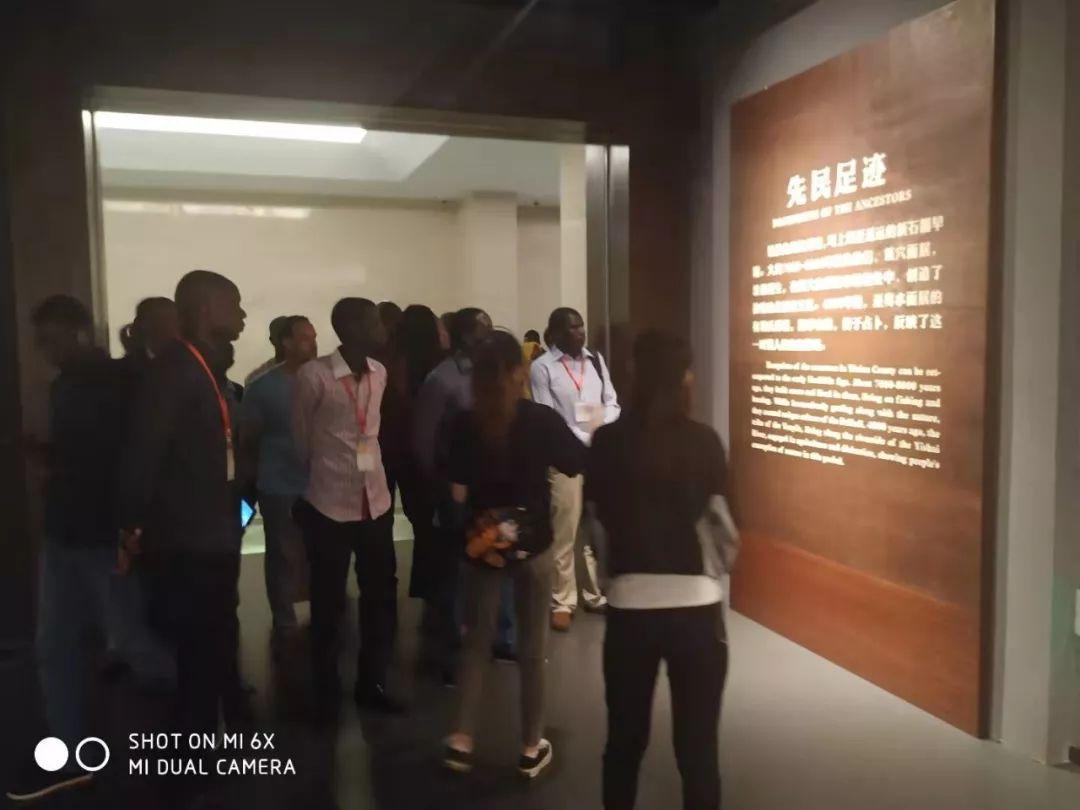 <b>发展中国家政府官员使用汉语研修班来易县博物馆参观学习</b>
