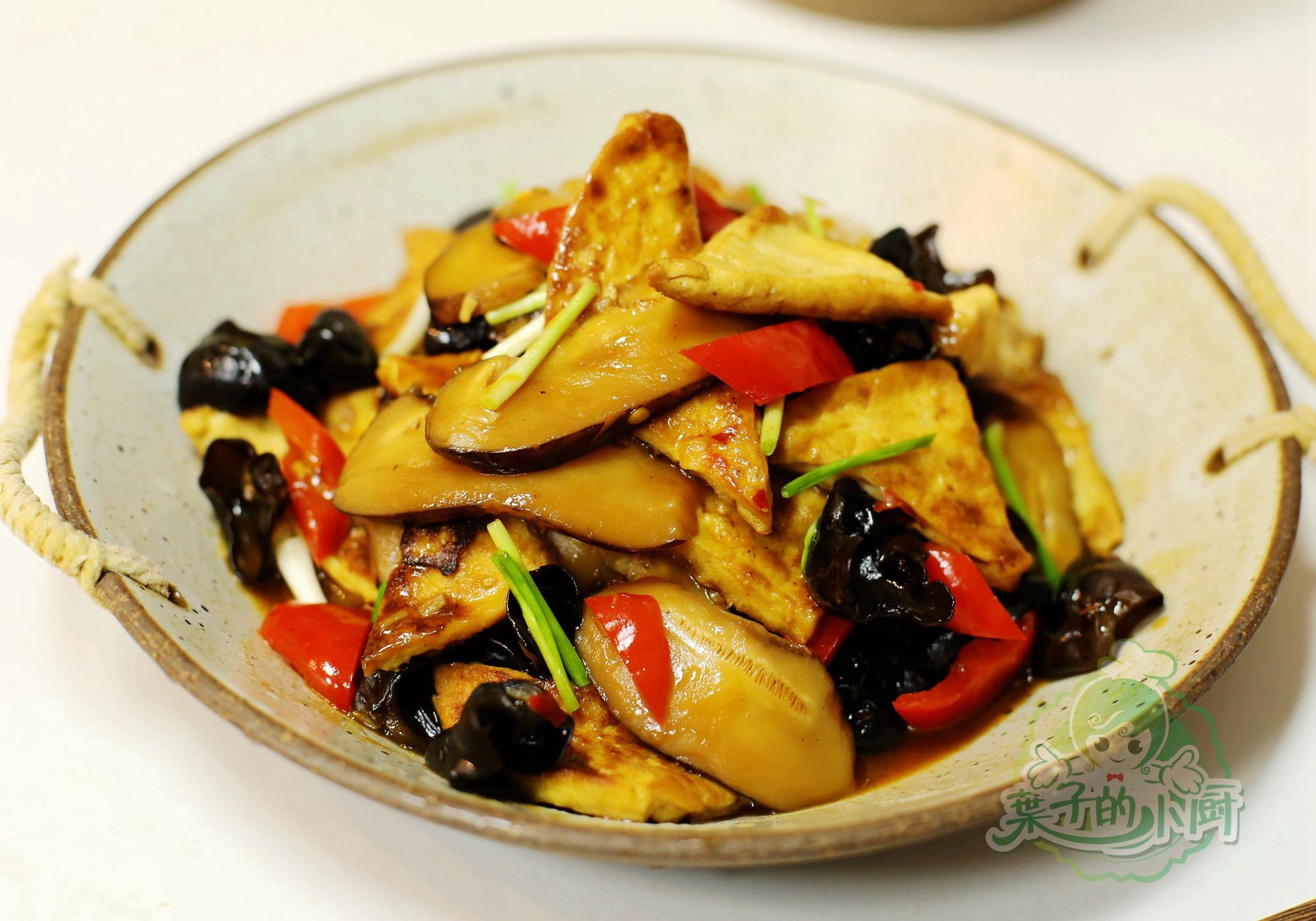 <b>一块豆腐、两个香菇,教您一招,比肉肉还好吃!</b>