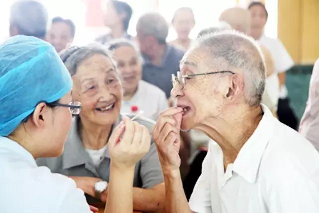 为老人口腔护理_口腔护理图片