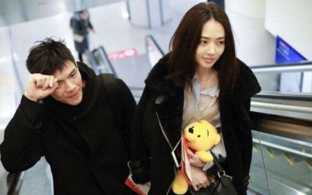 郭碧婷向佐婚后合体现身,频繁登热搜引网友群嘲:没完没了