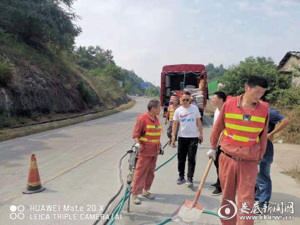 """娄星区公路局开展""""迎大庆 保平安""""养护建设项目专项安全质量检查行动"""