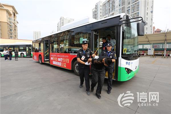 <b>公交组织百余名驾驶员开展消防安全演练</b>