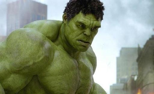 真人版绿巨人还原度对比,有一个是好莱坞硬汉,哪个像原版