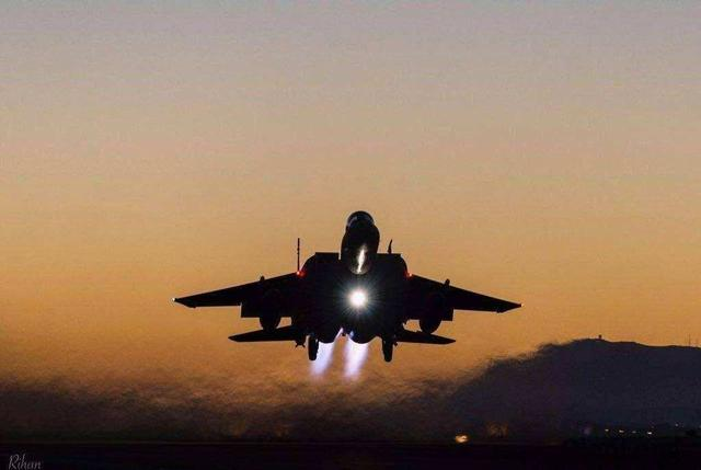 F-35深夜出击,俄军屏幕一片黑暗,导航卫星失控:疑遭激光炮袭击