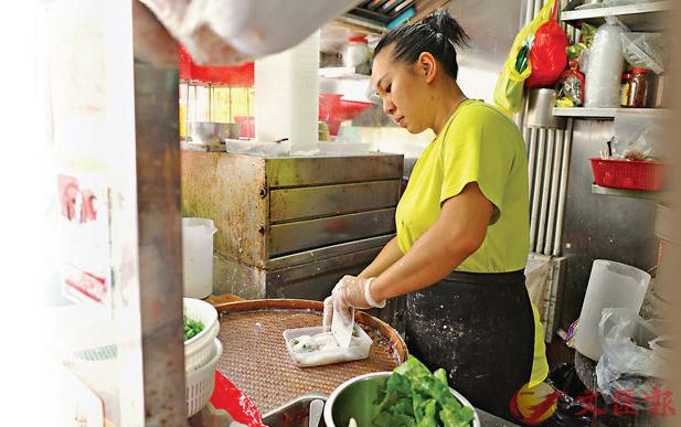 香港单亲妈妈撑警:让儿子从小有民族意识知道是中国人