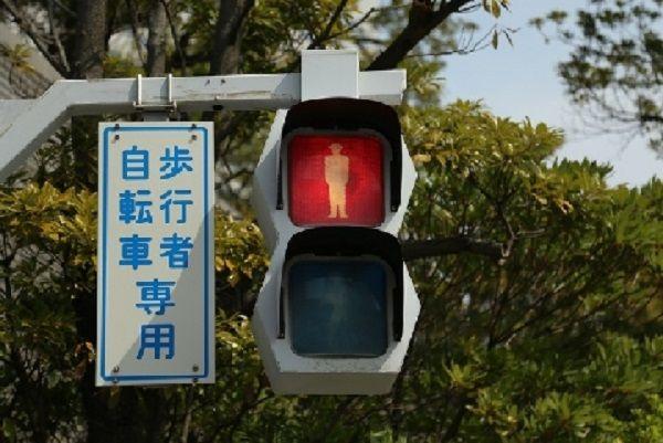 <b>没有信号灯就不让行人,日本斑马线上的事故引人关注</b>