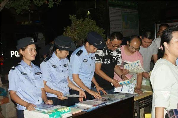 易门警方进广场开展网络安全主题宣传活动