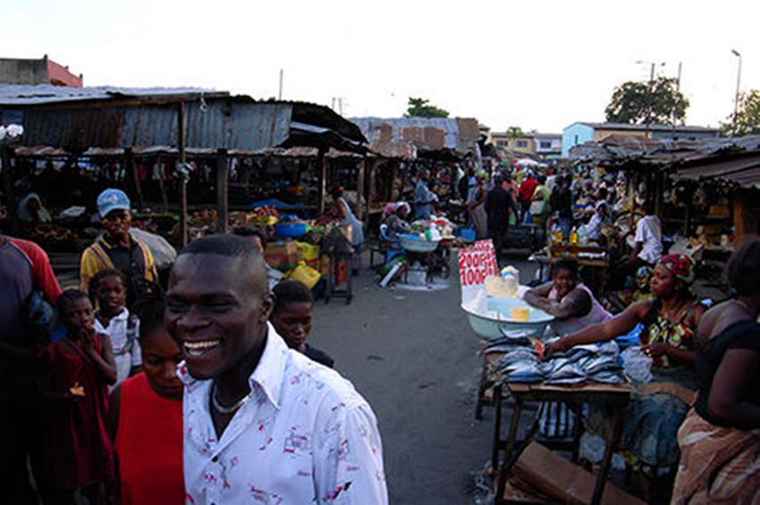 实拍非洲的大市场:商品丰富齐全,中国制造随处可见