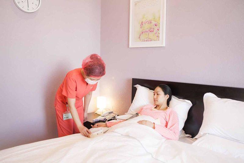 女子产后42天去医院复查,没想到又怀孕,产科医生怒斥:太无知