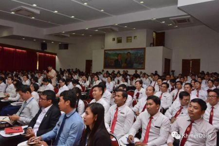 """<b>柬埔寨庆祝第26个""""立宪节""""</b>"""
