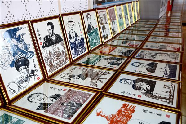 天津滨海 新中国英雄模范人物刻纸作品走进校园
