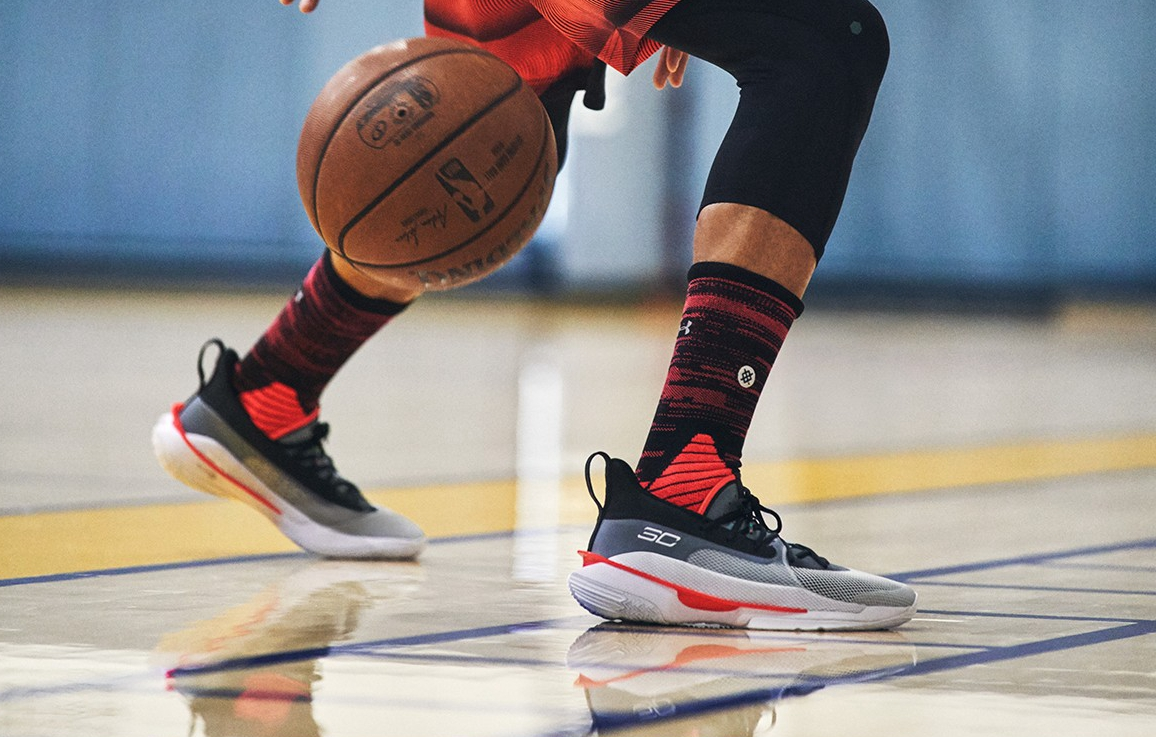 这双让Stephen Curry都魂牵梦绕的超强战靴,终于来了!