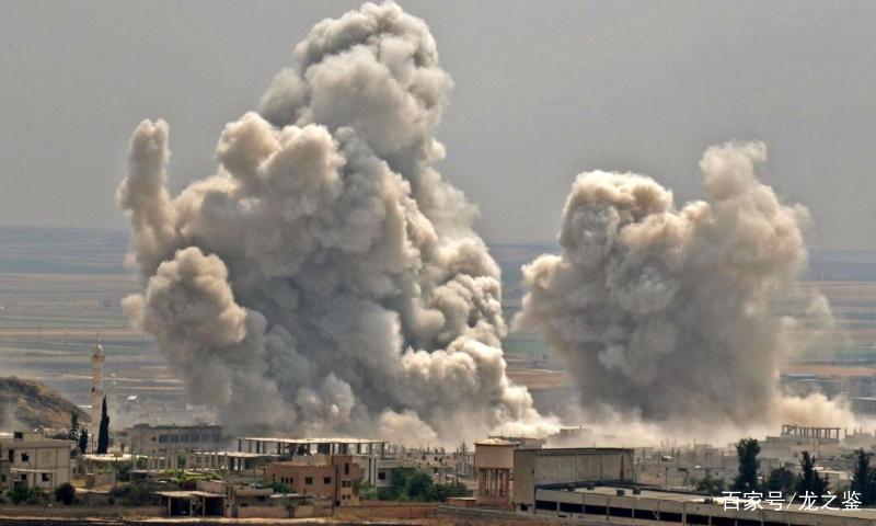 一架战机现身叙利亚战场,机上下来一位重要人物,叛军闻风丧胆