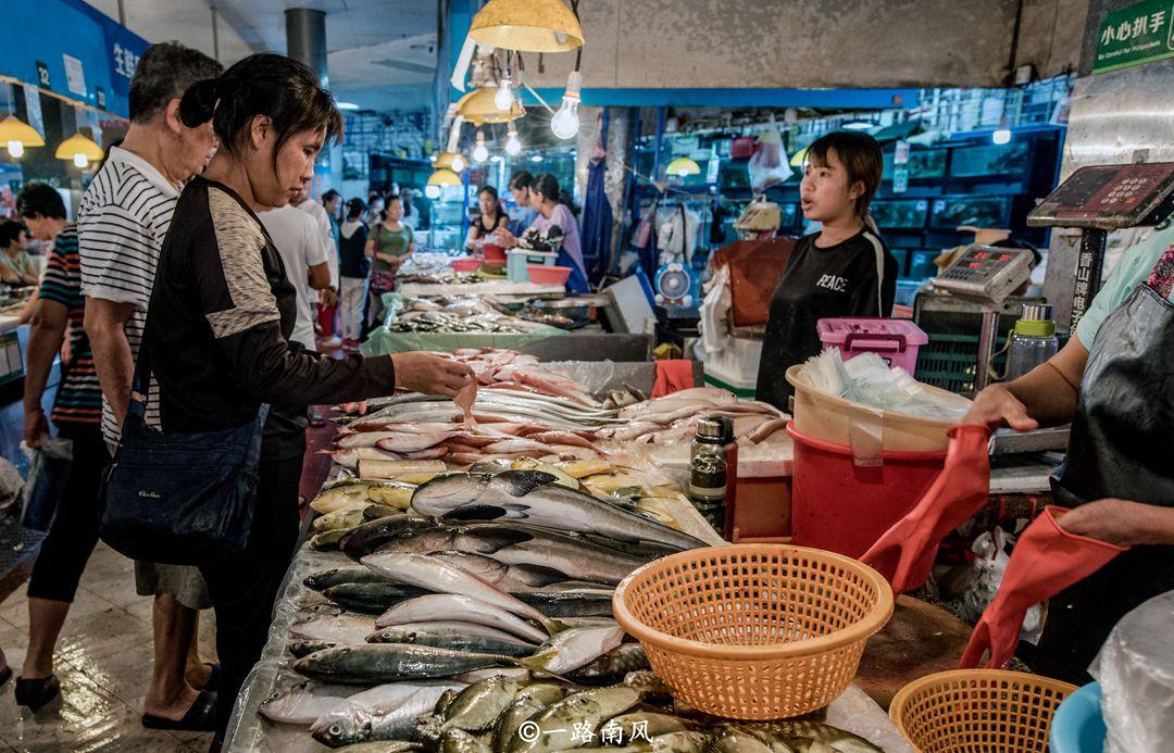 三亚最接地气的菜市场,现成为网红景点,游客都爱来打卡!