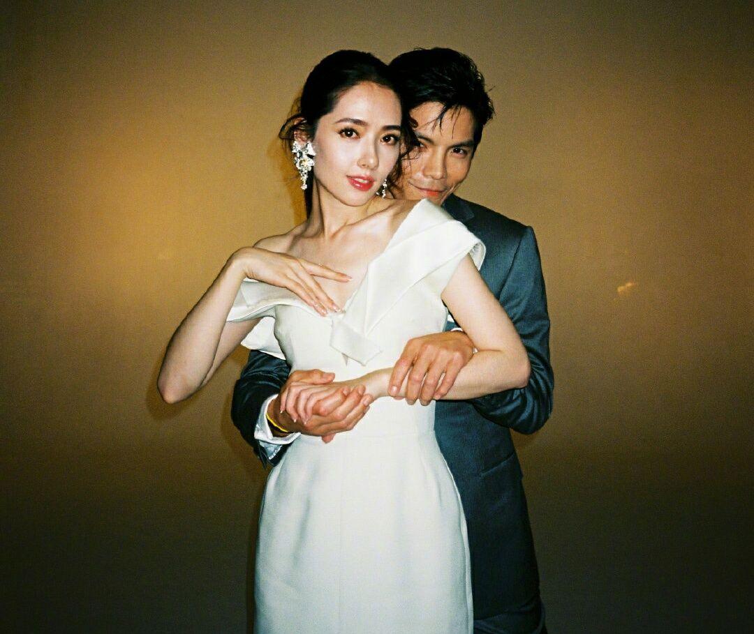 向佐郭碧婷婚后露面,甜蜜现身重庆,再度参加婚恋节目?