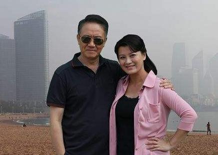 李幼斌为她净身出户,她经历过3段婚姻,如今48岁依旧那么美