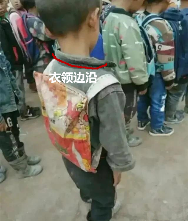 孩子,你的书包让善良人落泪了;而你自卑的背影更让人牵挂