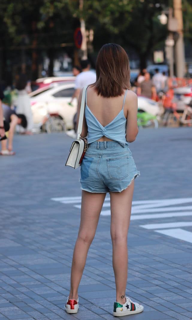 街拍美女:小姐姐的牛仔热裤背影小合集,每一个都令人难忘!插图(3)