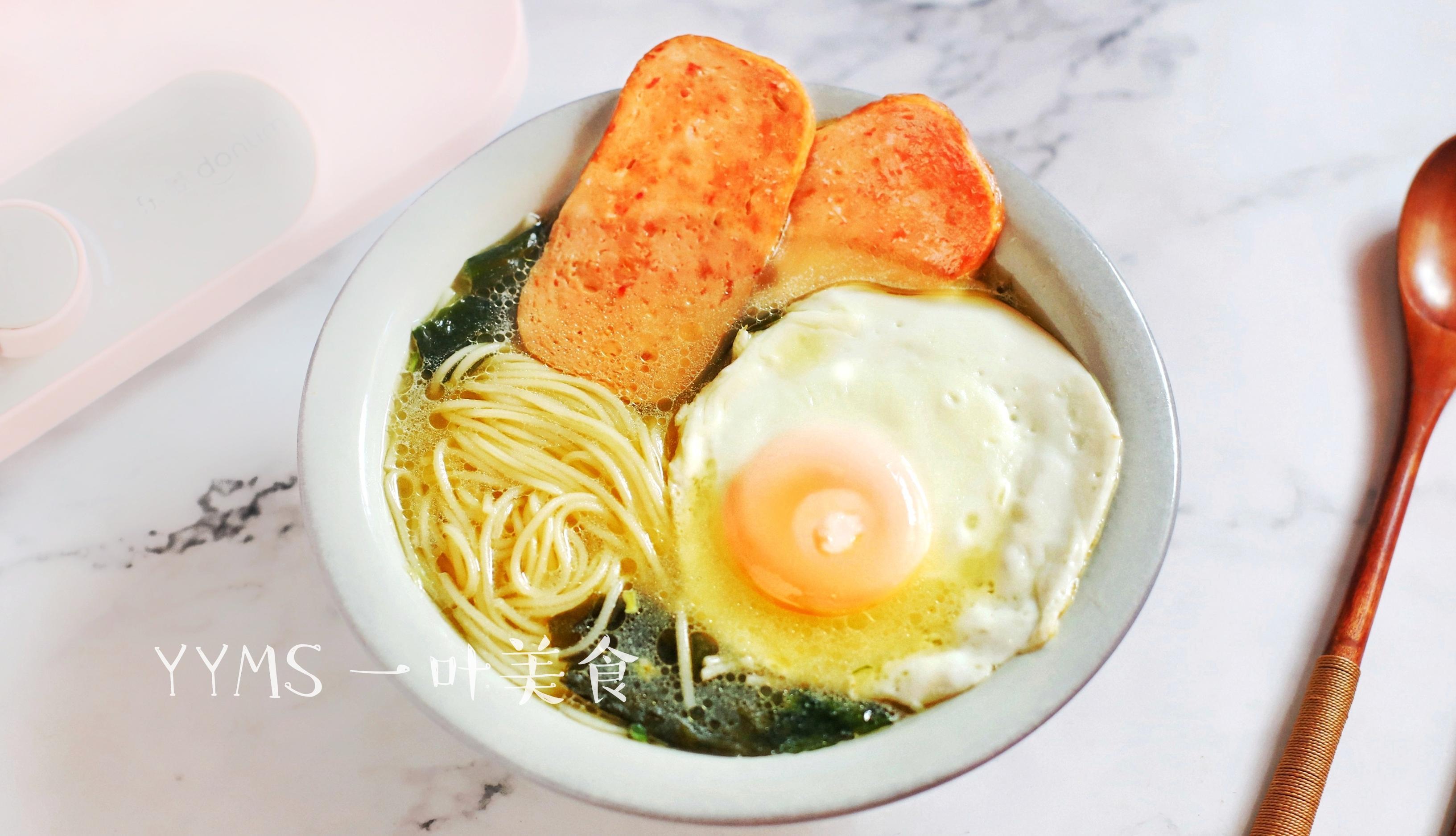 早餐面条加它,比鸡汤还鲜,补钙补铁,成本3毛钱,天凉暖心暖