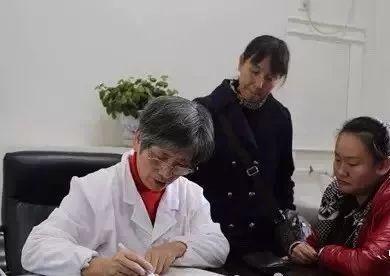 她的学生高晓静,孟萍看在眼里,心疼地常劝她:
