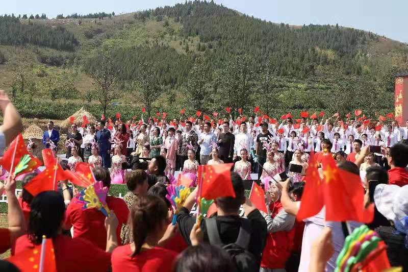 山东沂南:群众欢歌庆祝2019中国农民丰收节