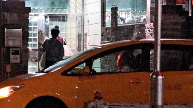 """不是张翰!台媒曝张钧甯与""""渣男""""邱泽热恋,两人同车约会被拍"""