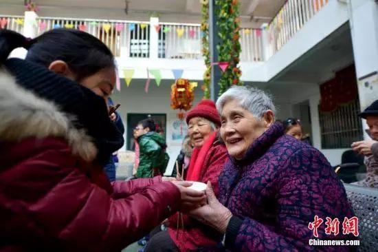 民政部要求到2022年社区养老服务设施配建率达100%