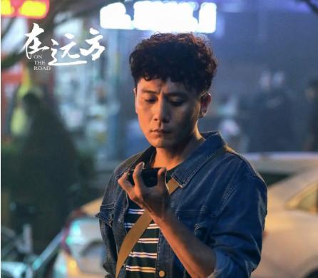 刘烨《在远方》首播,剧情引好评,三个中年人扮演学生饱受争议