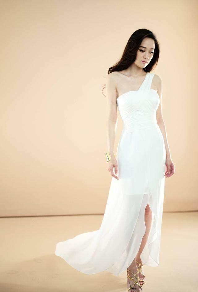 38岁陈乔恩穿伴娘服美如少女,每次都要抢新娘风头