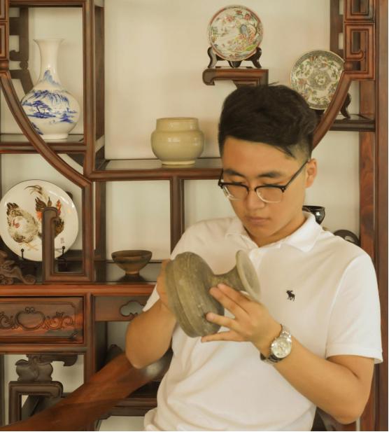清华大学教授评青年艺术家管良泽