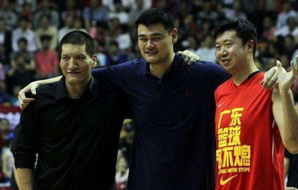 中国名将之子在美国打球!16岁身高2米18,和詹姆斯儿子是队友