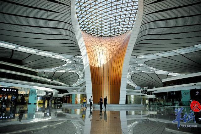 成功首飞!从大兴机场飞来的南航A380到广州