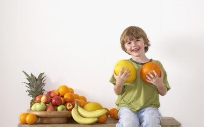 医生劝告:秋后3种水果别给娃吃,很伤脾胃,孩子哭闹也别买