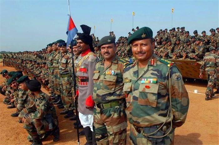 美俄同时出兵印度,?80万军队压境,巴总理赶赴大国寻求帮助