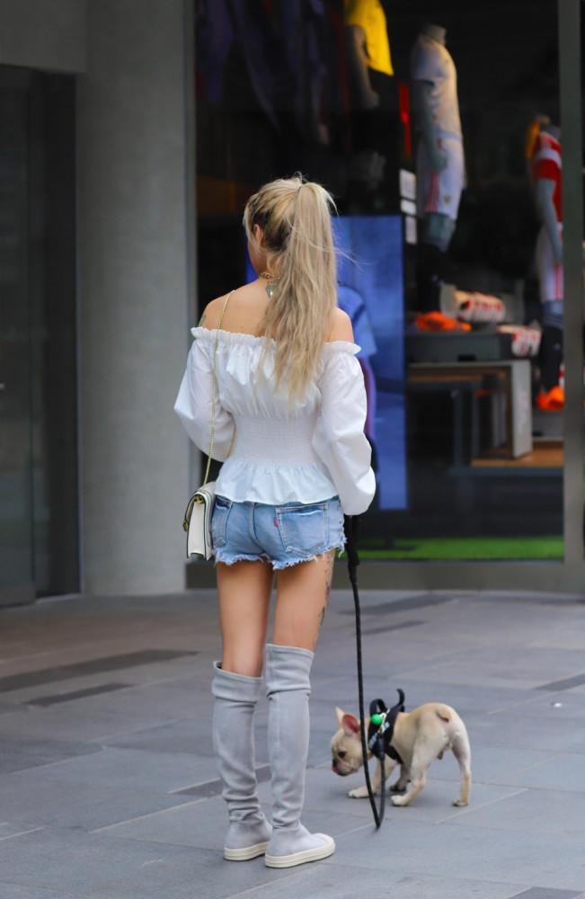 街拍美女:小姐姐的牛仔热裤背影小合集,每一个都令人难忘!插图(2)