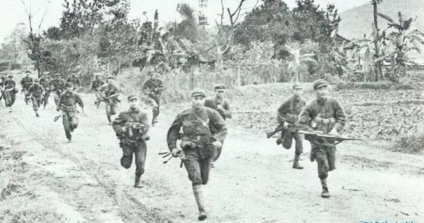 对越自卫反击战我军攻入越南境内罕见照曝光, 解放军无愧百胜雄师