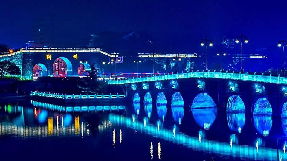 刷屏预定 27日,荆州古城 灯光秀 要来咯 现场视频流出超震撼