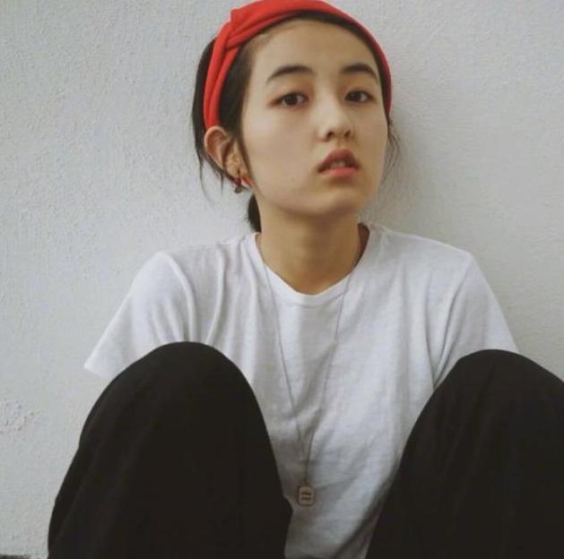 """""""大变身""""的张子枫,本以为是精致小女人,没想到私下却是酷弟弟"""