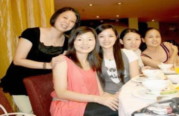 为什么40岁的女人很少参加同学聚会?网友:现实很无奈