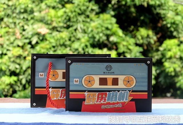 音乐无处不在 体验分享复古猫王霹雳唱机