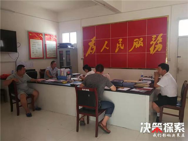 """西峡县石界河镇:""""门外汉""""到""""多能手""""一个扶贫专干的蜕变"""